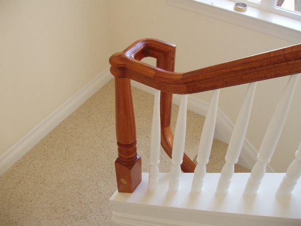Handrail and balusters gallery for Wood floor 90 degree turn